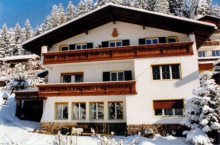 A maintained ambience for your summer and winter holidays in a calm sunny position with wonderful view on ortisei and its stunning mountains